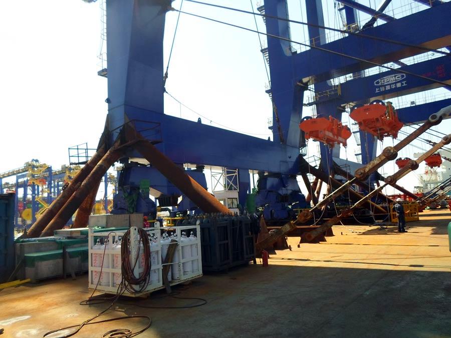STS-cranes-peiraias-f